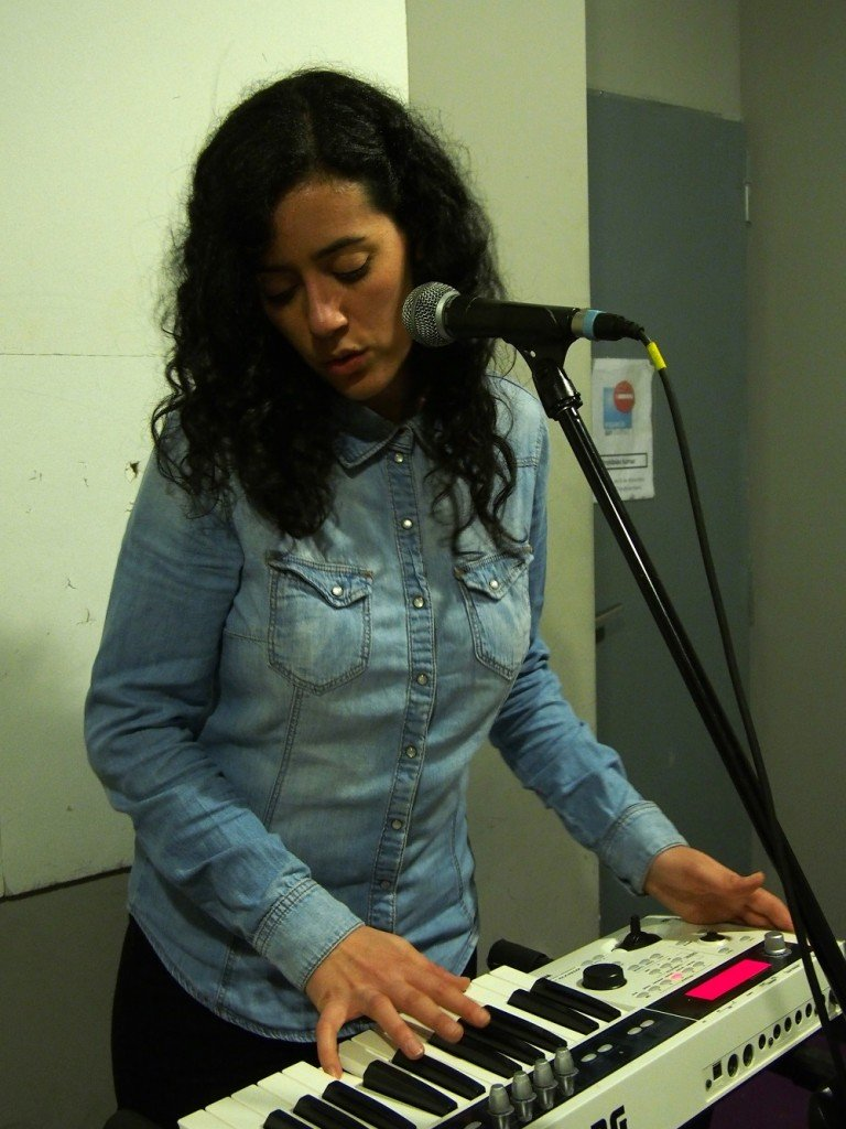 Elia teclista y cantanta