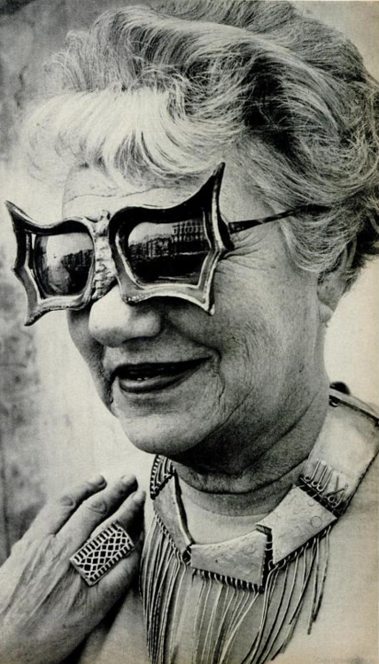 Peggy Guggenheim vieja y feliz